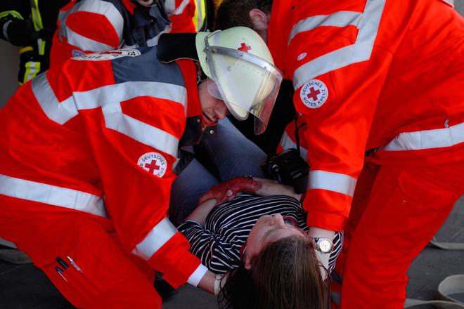 """Helferübung: Bereitschaften - Sanitätsdienst; Journalistencamp Szenario """"Brandanschlag auf ein Jugendheim"""""""